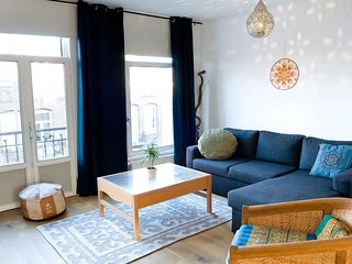 Spacious Sunny Side up apartment in De Pijp Zuid with WiFi & balcony.