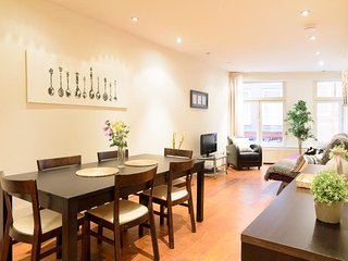 Spacious Down Town Square apartment in Centraal Station with WiFi.