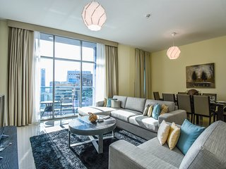 Extravagant 3BR Apartment with Marina View