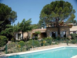 Belle maison au caractère provençale à quelques mètres de la piscine