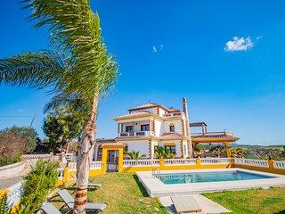 Cubo's Villa Fina