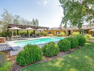 Secluded 4BR w/ Hot Tub, Heated Pool & Patio in the Heart of Wine Country