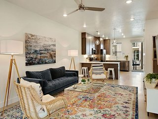 Classy, beautiful new vacation rental steps away from the Pool & Hot tub.