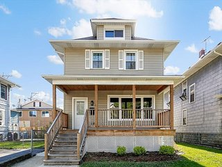 Spacious & Stylish Home in Downtown Forest Park - Walk to Dining & Nightlife