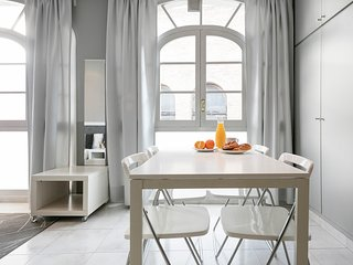 BRIGHT STUDIO IN CENTER BARCELONA|PG DE GRACIA|