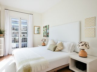 Sunny central apartment at Rambla Cataluna