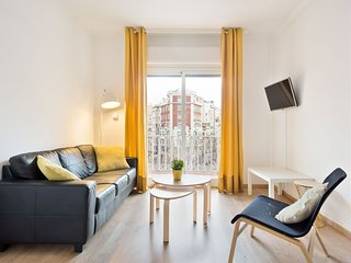 Sunny 4bedroom w/ Balcony view to Sagrada Familia