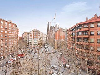 BARCELONA| 4 BEDROOM NEXT TO SAGRADA FAMILIA o