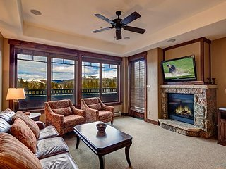 Crystal Peak 7010 Condo: Ski-In, Ski-Out Luxury!