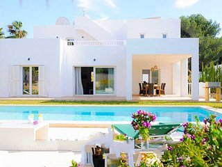 4 bedroom Villa with Air Con and WiFi - 5000739