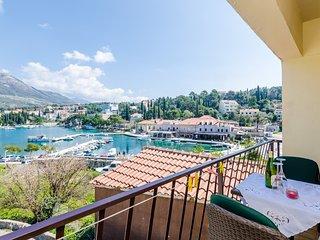 Apartments & Rooms Mihajica- Comfort Studio Apartment with Balcony and Sea