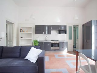 Sunny and spacious apartment in the centre of Naples