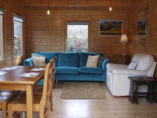 Log Cabin, Broughton Mills with Amazing Views, Warm and Comfortable