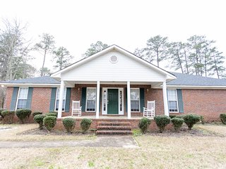 ⭐NEW⭐16 min to Ft Benning, 2200 Square ft All yours! ⭐