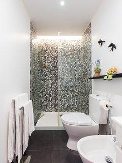 Bathroom | Hot & strong shower