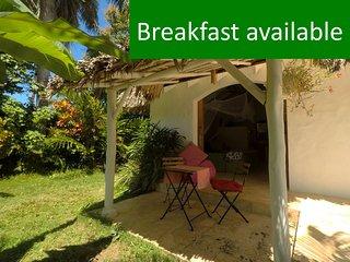 Dream Tropical Cabana, 2min. Walk to BEACH, Town & Restaurants, Safe & Quiet!