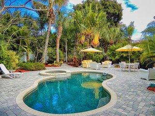 Belle Vista Pool Escape 2 bed, 2 bath, Garden, Hot Tub