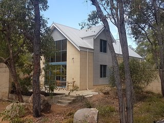 Chidlow, peaceful private bush retreat with spa and sauna