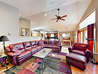 3BR w/ Deck, Fire Pit & BBQ - Walk to Hiking, On Free Bus Route