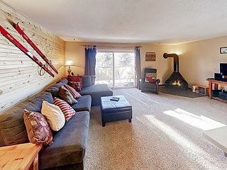 All-Season Retreat Near Lake Dillon & Slopes w/ Pool, Hot Tub & Game Room