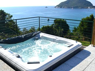 SUITE DOLCEVITA by KlabHouse w/ Hot tube, AC and Seaview