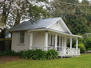 Centennial House Taupo Luxury Boutique Lodge, stunning gardens & water features