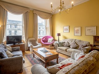 A POPULAR, CITY CENTRE, 5-BEDROOM GEORGIAN APARTMENT - quiet and comfortable.