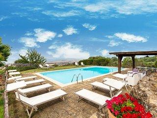 Monticchiello Villa Sleeps 12 with Pool Air Con and WiFi - 5764743