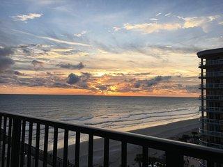 Cozy Beach Retreat, Breathtaking Ocean Views - 1 BR Condo At Sunglow Resort