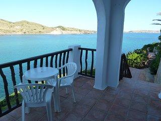 Disfruta Menorca. Apartamento primera linea de mar.