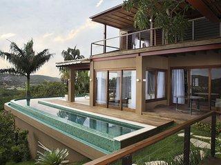 Linda casa com cinco suites, com vista privilegiada da Praia da Ferradura