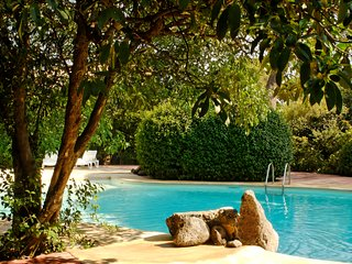 Cosy 2BR 2BA Vineyard Villa with pool and minutes to beaches.