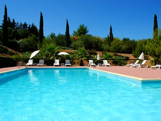 Beautiful Villas with pool, minutes to lots of Mediterranean beaches