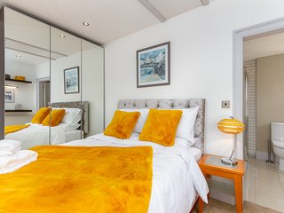 Charles Alexander Short Stay - The Old Bank Apartments - 2 bed Penthouse