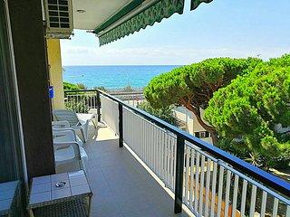 Apartamento a 30' de Barcelona con piscina a 100 m de playa y estacion de tren