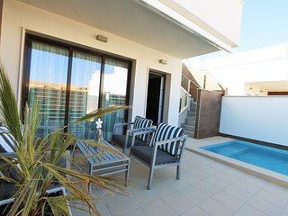 Modern bungalow with private pool, close to beach and city / VDE-041