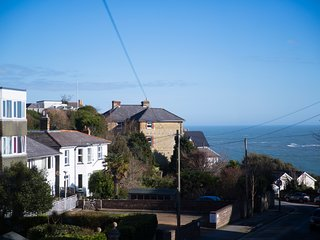 The Pink Door. 4 Bed Victorian House for Holiday Let, Ventnor, Isle of Wight