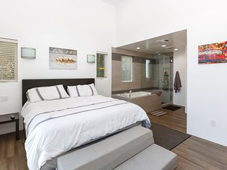Amazing 6 Bedroom/7th Bedroom option Venice Beach Compound!