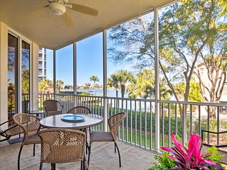 NEW-Waterfront Naples Condo w/Lanai, Walk to Beach
