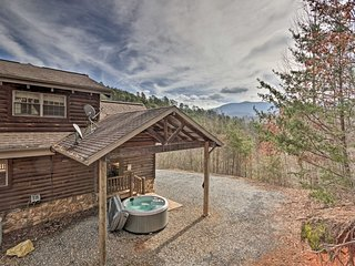 NEW! 'Deep Creek Mountain Lodge' w/Private Hot Tub