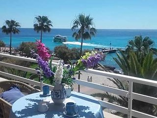 Great Apartment, balcony, overlooking the sea & beach 5 minutes away, wifi