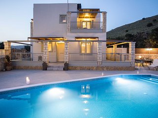 Villa Eva,comfortable,relaxing,ideal for family,pool,privacy