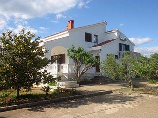 Four bedroom apartment Gornje selo (Šolta) (A-14009-a)