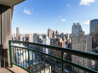 32N-UWS-LUXURY 2BR-2BA-PVT BALCONY-POOL