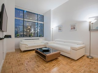 C14A-LINCOLN CENTER 2BR-2BA DOORMAN-GYM