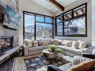 Brand New Mountain Modern Luxury Just Steps Away from the Gondola-Close to Town