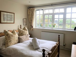 Briar Cottage - Cosy Cotswold Cottage sleeping 4