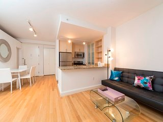 17E-LUXURIOUS 3BR IN FINANCIAL DISTRICT!