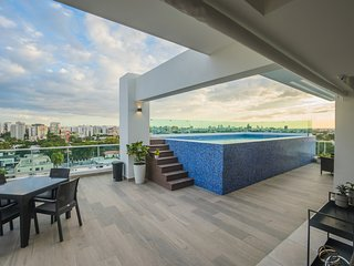 Chic City Center Apartment with Rooftop Pool + Gym