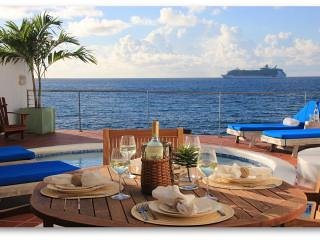 Villa Velaire, Oceanfront Villa with Private Pool, vacation rental in Simpson Bay